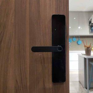 Thợ nhận lắp khóa điện tử cửa gỗ giá rẻ tại TPHCM