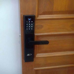 Chuyên nhận lắp khóa điện tử cho khách có khóa sẵn