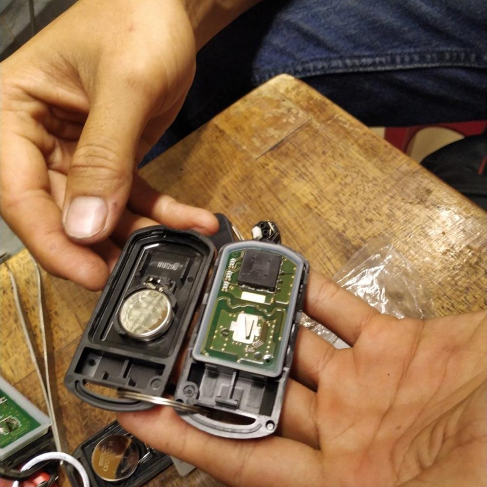 Cách thay pin chìa khóa smartkey Honda