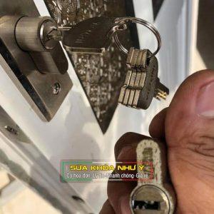 Thay ruột ổ khóa, đổi chìa khóa cho ổ khóa cửa tay gạt uy tín giá rẻ