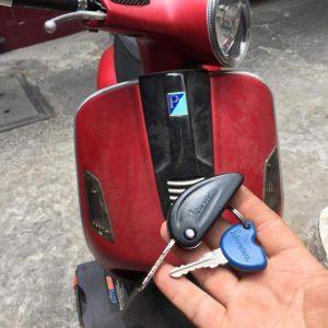 làm chìa khóa từ có chip xe máy Vespa SH300i