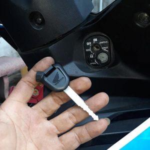 Làm chìa khóa xe máy tại nhà giá rẻ cấp tốc 10 phút