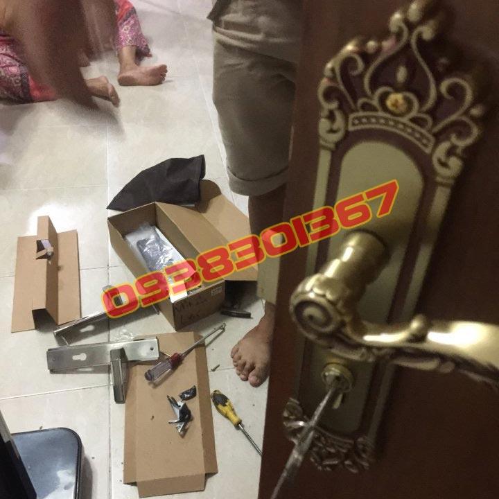 Sửa thay lắp khóa cửa gỗ tay gạt Mở sửa làm lại chìa khoá