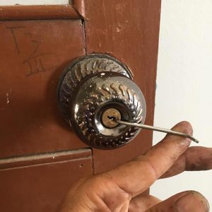 Mở khóa tay nắm tròn tại nhà đến ngay 10 phút
