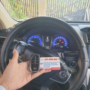 Làm chìa khóa thông minh xe Camry 2.5 Q chính hãng giao chìa ngay có hóa đơn đỏ