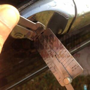 Mở khóa xe Ford Focus bằng cây mở chuyên dụng an toàn không hư ổ Giá lại siêu rẻ