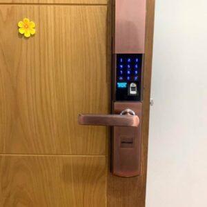 Sửa khóa điện tử cửa gỗ chung cư Lắp khóa từ thay khóa từ cửa gỗ