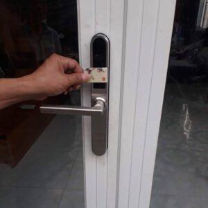 Sửa khóa từ Lắp khóa từ Thay khóa điện tử vân tay cửa Xing fa nhôm kính