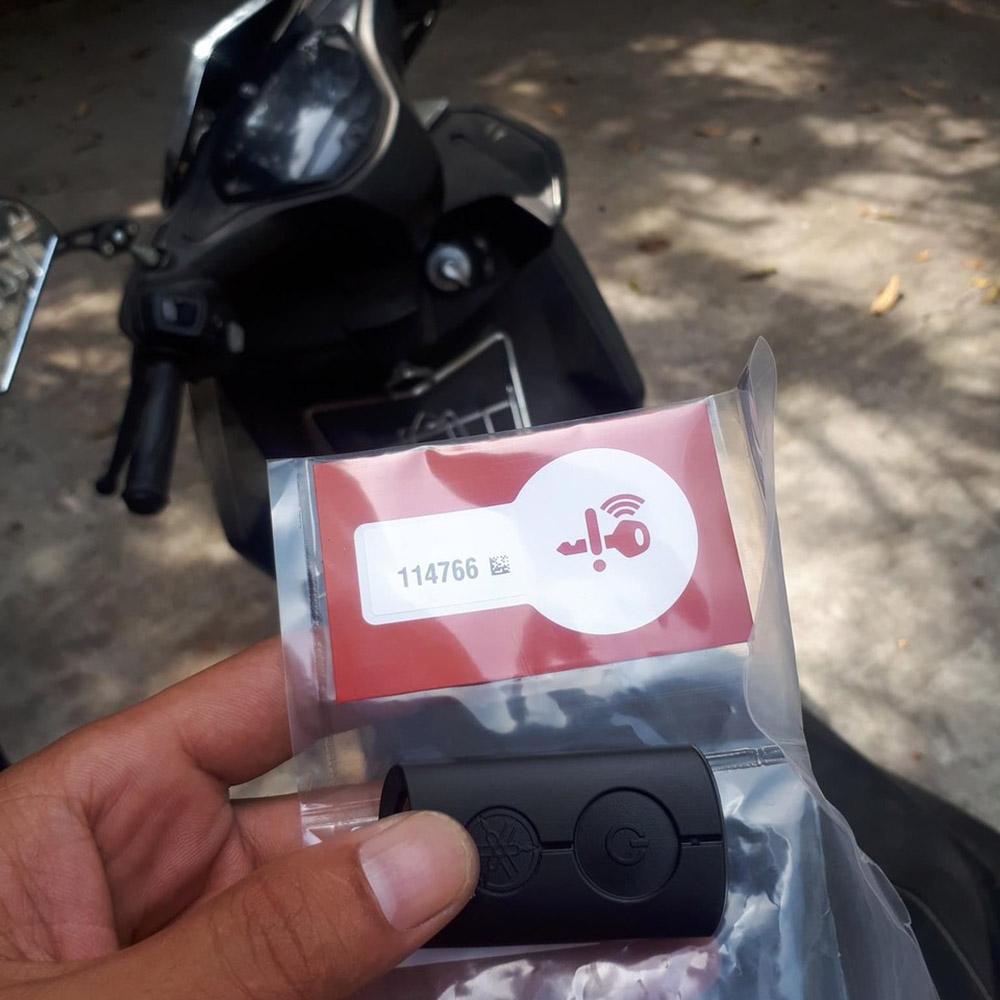 Mã ID chìa khóa thông minh smartkey Yamaha lưu trên thẻ giấy trắng màu cam kèm theo chìa khóa
