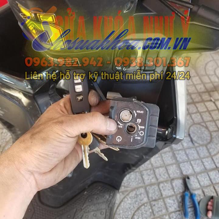 Thay ổ khóa xe máy chính hãng có chống trộm thông minh tìm xe
