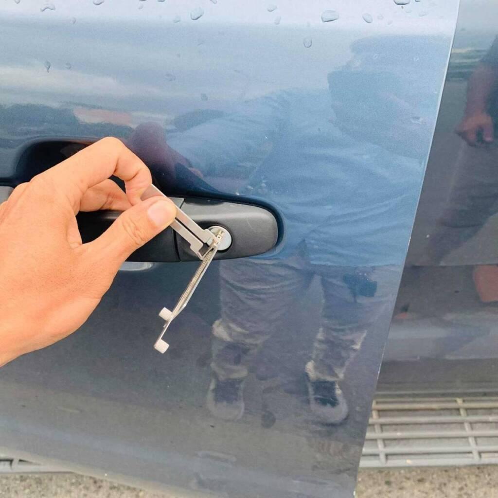 Mở khóa xe ô tô bằng cây mở khóa Đa Năng mở như dùng chìa khóa An Toàn Nhanh 10 phút